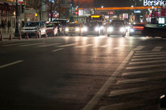 Via di Bucarest di notte Immagine Stock