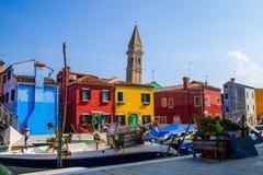 Via di Burano dal percorso dei turisti fotografie stock