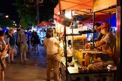 Via di camminata di Chiang Mai del mercato di domenica Immagine Stock Libera da Diritti