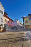 Via di Garmisch-Partenkirchen un giorno di inverno soleggiato Fotografie Stock