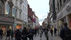 Via di Grafton a Dublino stock footage