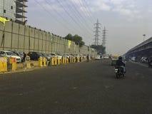 Via di Gurgaon/Gurugram, Nuova Delhi fotografia stock libera da diritti