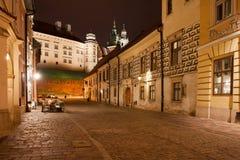 Via di Kanonicza a Cracovia alla notte Fotografie Stock
