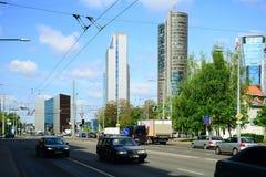 Via di Konstitucijos della città di Vilnius con i grattacieli Fotografia Stock