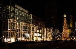 Via di Kurfurstendamm a Berlino con la decorazione ed i tum di Natale Fotografia Stock