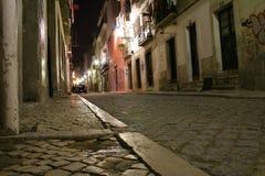 Via di Lisbona entro la notte Fotografie Stock Libere da Diritti