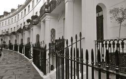Via di Londra con l'alloggio del terrrace Fotografia Stock Libera da Diritti