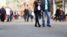 Via di Mosca con la folla di camminata dei pedoni archivi video
