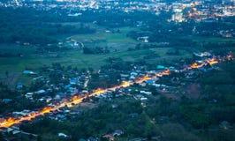 Via di notte del paesaggio fotografia stock libera da diritti