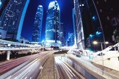 Via di notte della città di Hong Kong fotografie stock libere da diritti