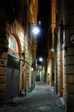 Via di notte a Genova immagine stock libera da diritti