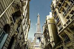Via di Parigi, torre Eiffel, Francia Immagini Stock