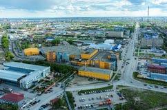 Via di Permyakova con la torre della TV Tjumen' La Russia Fotografia Stock