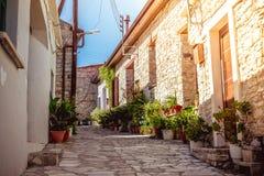 Via di pietra stretta nel villaggio di Kato Lefkara Distretto di Larnaca, C Fotografia Stock Libera da Diritti