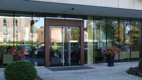 Via di riflessione della entrata dell'edificio residenziale o dell'ufficio moderno Fotografie Stock
