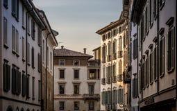Via di sera a Bergamo Immagini Stock Libere da Diritti