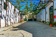 Via di vecchia città spagnola. immagine stock