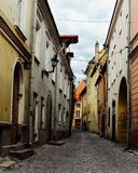 Via di vecchia città di Tallinn Immagine Stock Libera da Diritti