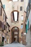 Via di vecchia Siena, Toscana, Italia Fotografia Stock