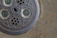 Via di vetro decorativa rotonda del calcestruzzo della via della botola Fotografia Stock