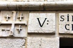 Via Dolorosa.  Spåra handen av Jesus. Det femte stationsstoppet Jesus Christ, som borrar hans kors till Golgotha. Jerusalem Israel Arkivbilder