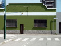 Via e la casa sulle periferie di Milano fotografia stock