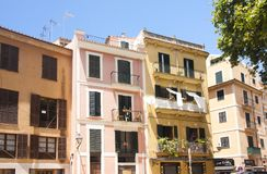 Via e vecchie costruzioni nel centro storico di Palma Mallorca, Spagna 30 06 2017 Immagini Stock