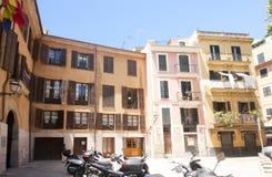 Via e vecchie costruzioni nel centro storico di Palma Mallorca, Spagna 30 06 2017 Fotografie Stock Libere da Diritti