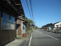 Via giapponese della campagna con le costruzioni Fotografia Stock