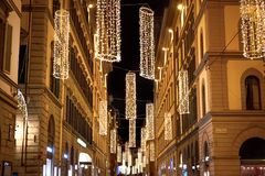 Via illuminata di Natale a Firenze immagine stock