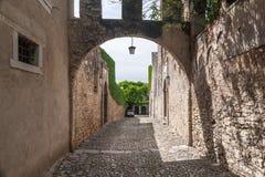 Via italiana in vecchia città Fotografie Stock Libere da Diritti