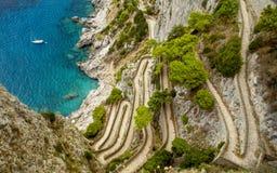Via Krupp på den Capri ön i Italien Royaltyfria Bilder