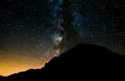 Via Látea acima do cume da montanha Fotografia de Stock Royalty Free