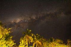 A Via Látea e o céu do sul, Fiji foto de stock