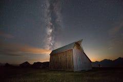 Via Látea sobre o celeiro da fileira do mórmon Fotografia de Stock Royalty Free