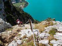 Via la scalata del klettersteig di Ferrata/ Immagini Stock