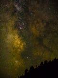 Via Lattea con la montagna in priorità alta Fotografia Stock Libera da Diritti