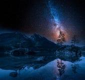 Via Lattea nel lago Hintersee in alpi, Germania Immagine Stock Libera da Diritti