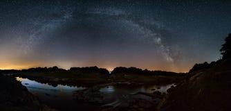 Via Lattea sopra il fiume Miño fotografia stock