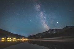 Via Lattea sopra il lago Spitzingsee nelle alpi bavaresi immagine stock libera da diritti