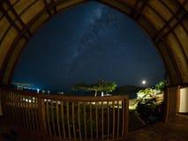 Via Lattea sopra il parco nazionale di Komodo Fotografia Stock