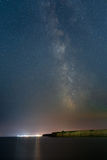 Via Lattea sopra la località di soggiorno di Vama Veche al Mar Nero Immagini Stock Libere da Diritti