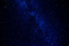 Via Lattea su fondo blu scuro con molte stelle Immagini Stock Libere da Diritti