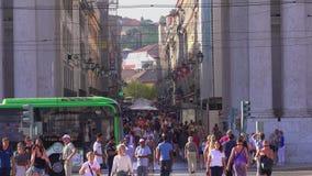 Via a Lisbona - la maggior parte della zona pedonale popolare di Augusta nella città - LISBONA/PORTOGALLO - 14 giugno 2017 stock footage