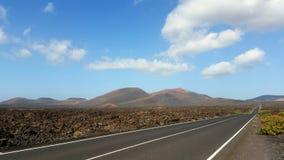 Via lungo il parco nazionale di Lanzarote Immagine Stock