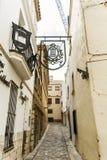 Via medievale nella vecchia città di Sitges, Spagna Immagini Stock Libere da Diritti