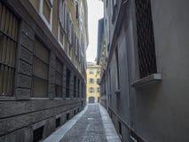 Via Melone typisk gata i Milan Royaltyfri Fotografi