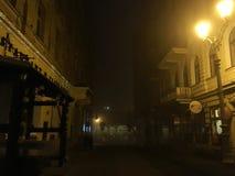 Via nebbiosa della città ceca Marianske Lazne immagini stock