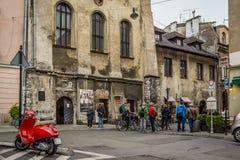 Via nel distretto ebreo a Cracovia fotografie stock