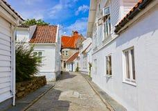 Via nel vecchio centro di Stavanger - la Norvegia Fotografia Stock